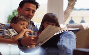 семья дети папа чтение