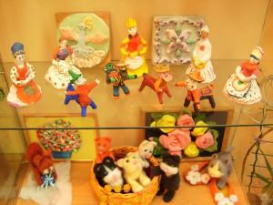 Глиняные и валяные игрушки