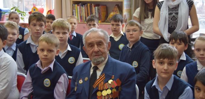 Ветеран ВОВ Михаил Тихонов библиотека читатели дети