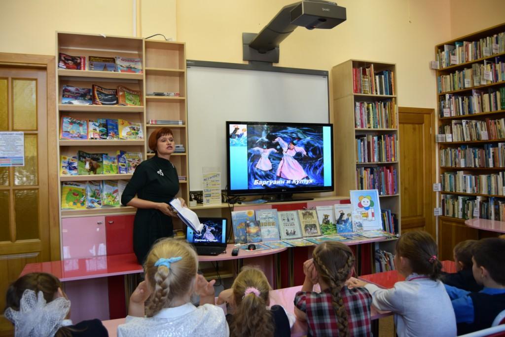 Иркутская областная детская библиотека имени Марка Сергеева книги Иркутск школьники День Байкала