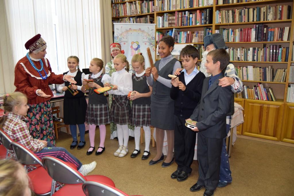 Иркутская областная детская библиотека имени Марка Сергеева книги Иркутск дети школьники встречи мероприятия