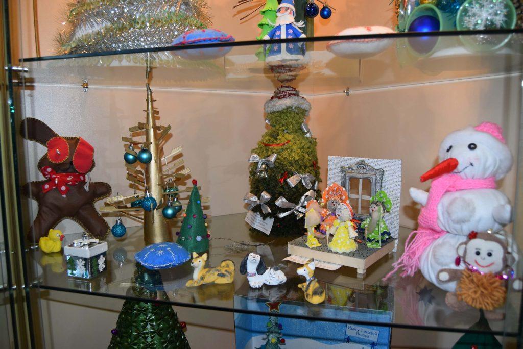 поделки детей выставка новогодняя Иркутская областная детская библиотека им. Марка Сергеева
