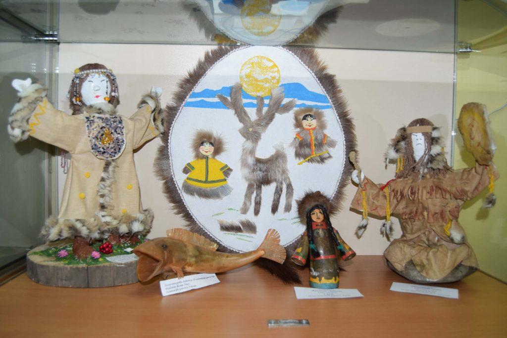 Выставка детских поделок рисунков Мы живем вокруг Байкала Иркутская областная детская библиотека им. Марка Сергеева