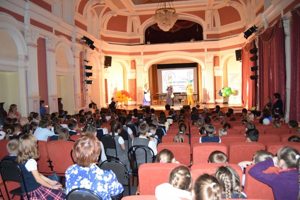 Люди Зал Сцена Иркутская областная детская библиотека имени Марка Сергеева 60-летие библиотеки