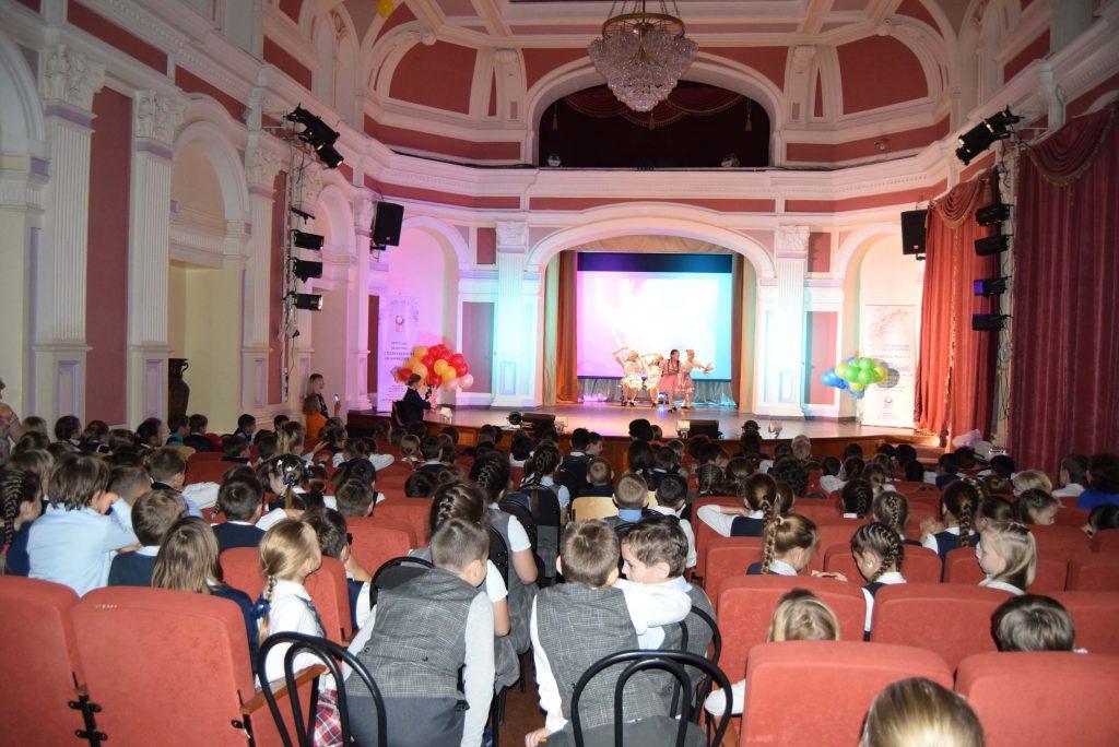 Зал Сцена Иркутская областная детская библиотека имени Марка Сергеева 60-летие библиотеки