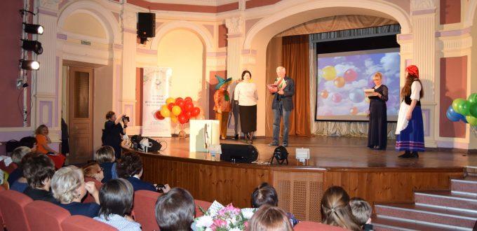 Юрий Баранов Сцена Иркутская областная детская библиотека имени Марка Сергеева 60-летие библиотеки