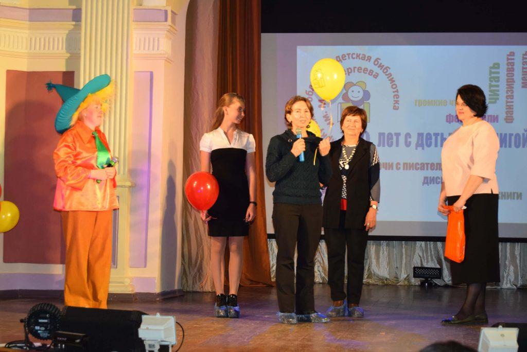 Читатели Сцена Иркутская областная детская библиотека имени Марка Сергеева 60-летие библиотеки