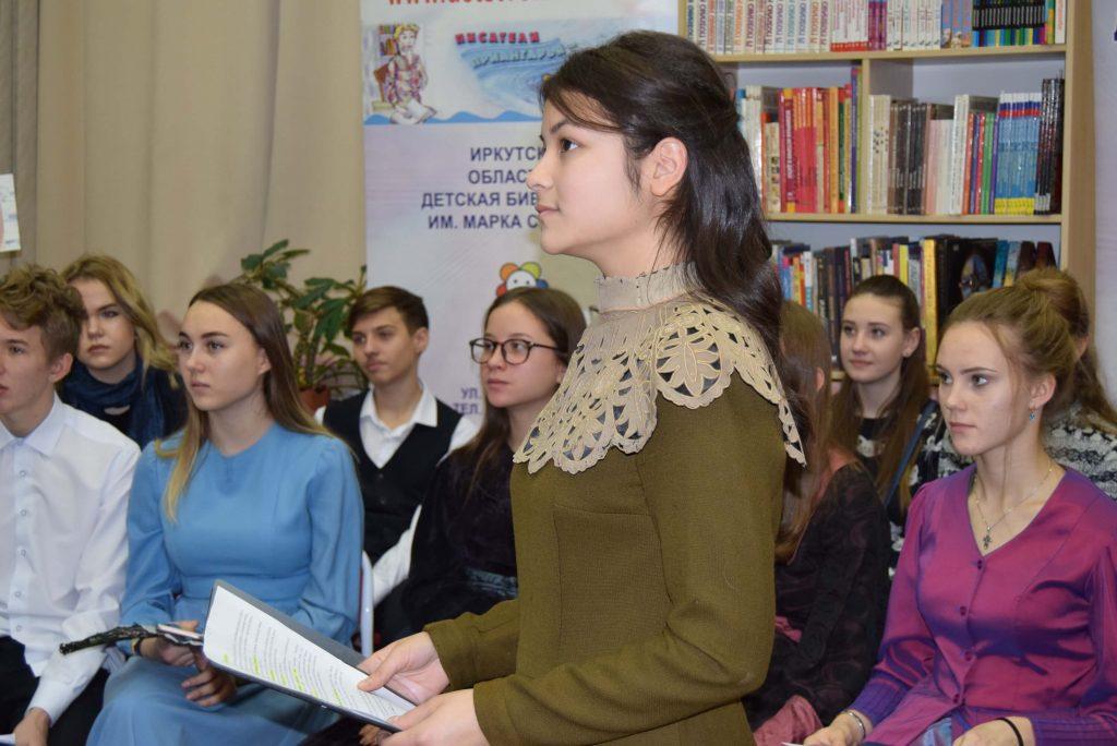 иркутяне-школьники в костюмах