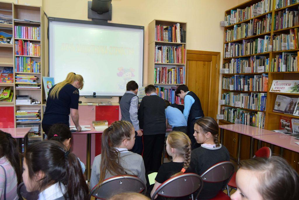 команда мальчики библиотекарь экран читатели