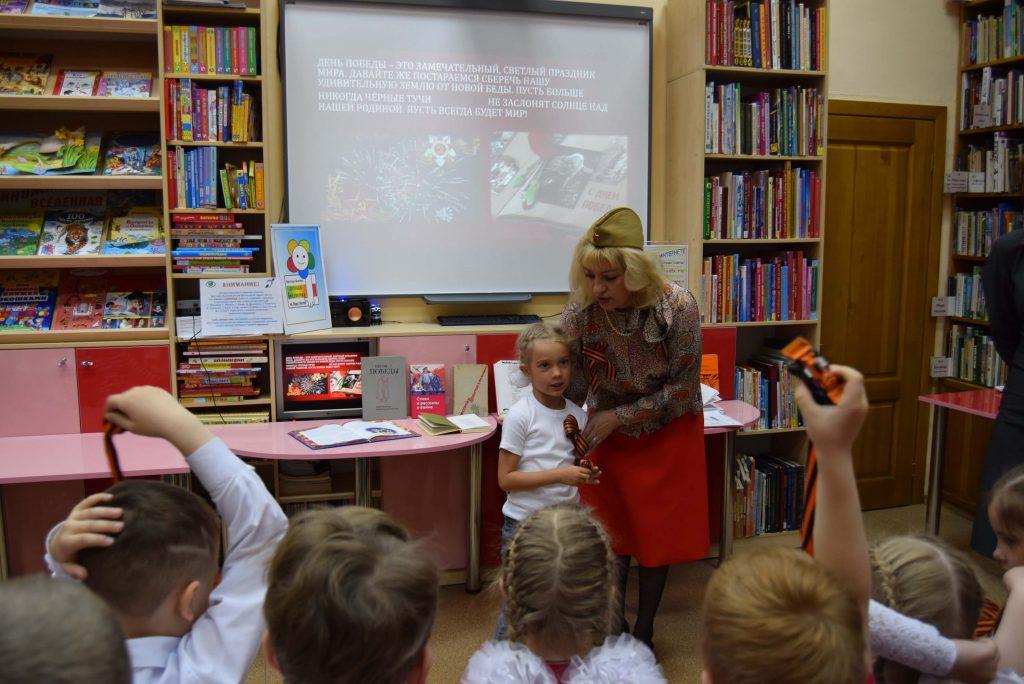 библиотекарь экран читатели