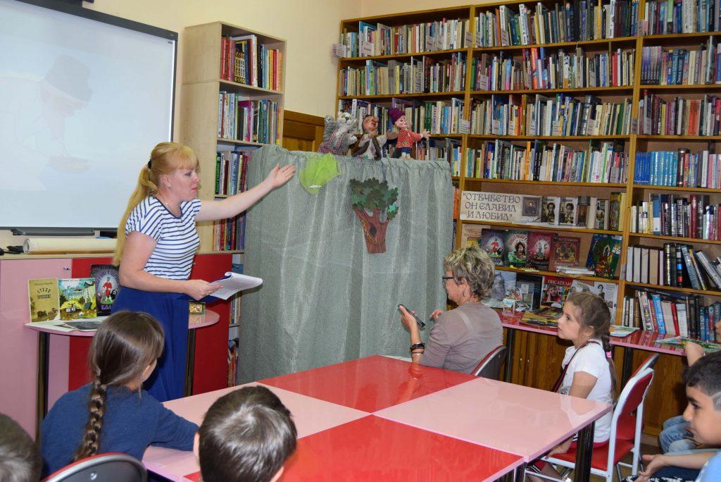 читатели библиотекарь куклы экран