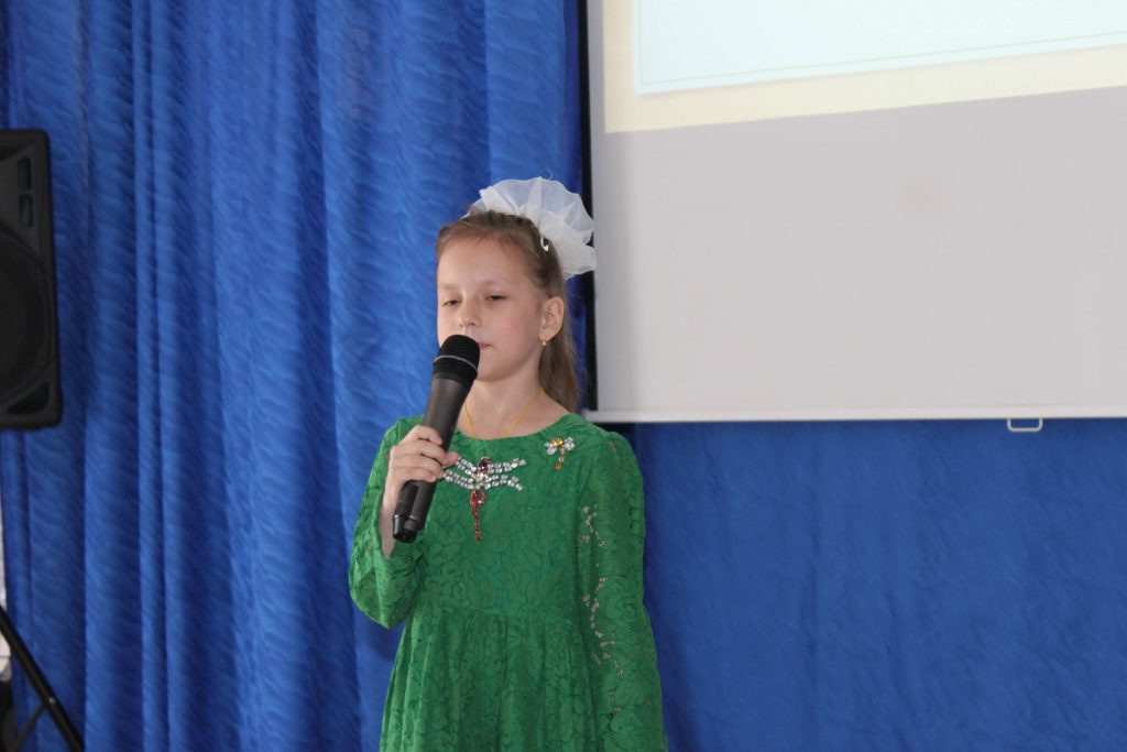 девочка микрофон