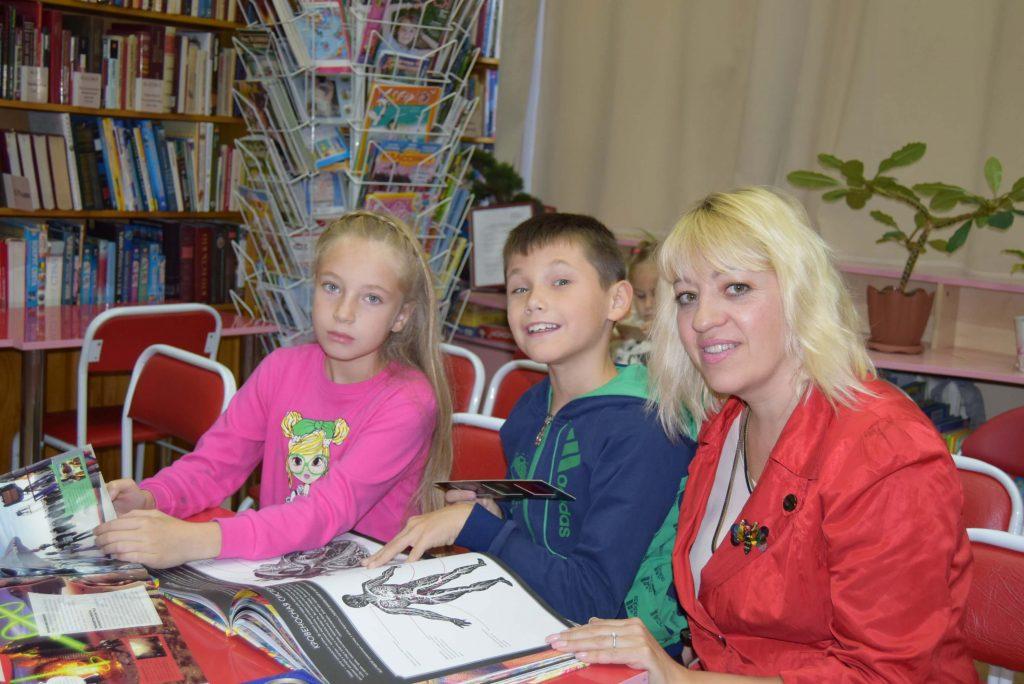 дети библиотекарь книги зал