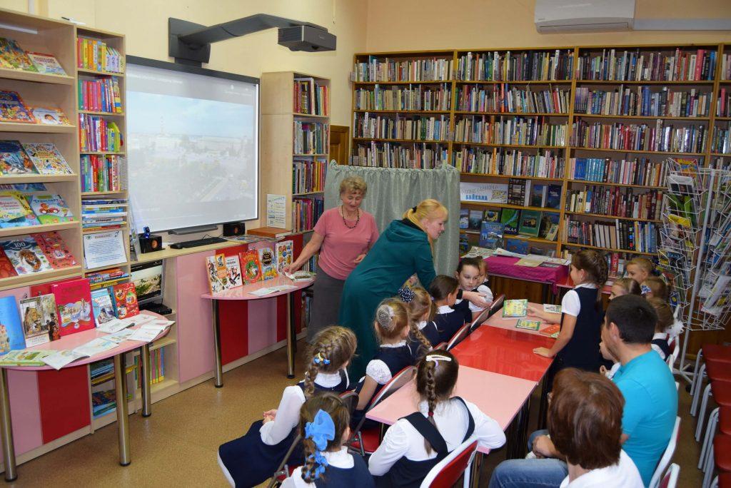 библиотекари читатель читатели экран книги зал