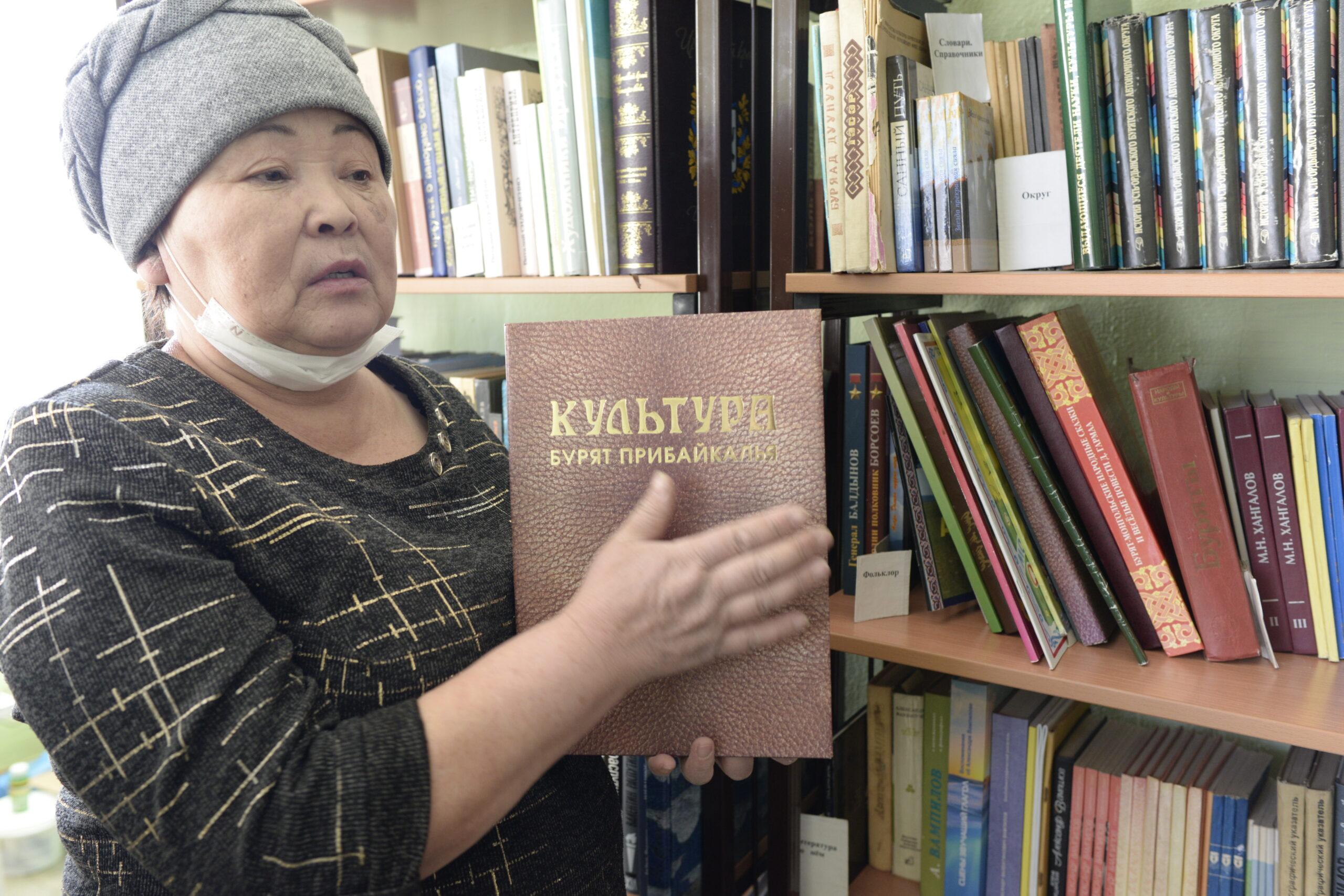 Библиотекарь с. Зоны Л.В.Нехурова